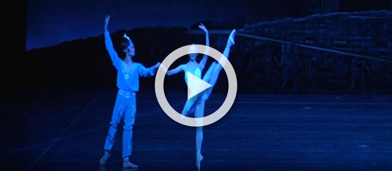 Sae Eun Park and Kimin Kim of Universal Ballet perform in La Bayadere